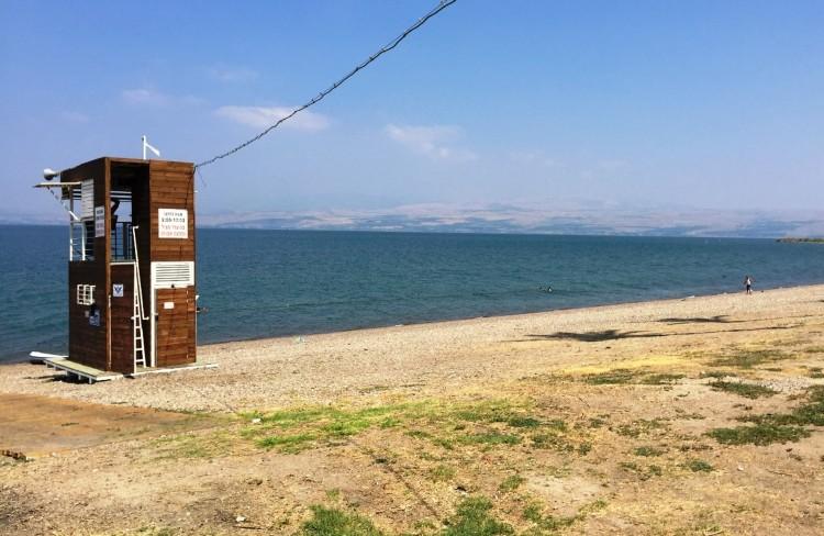 חוף עם שירותי הצלה