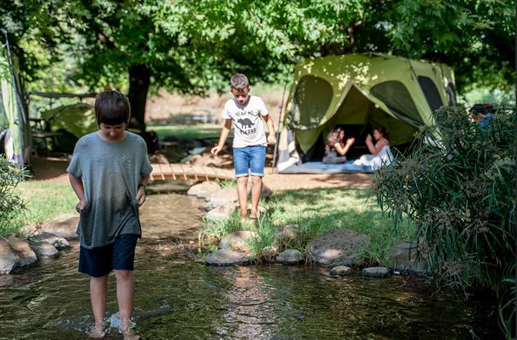 קמפינג מעין ברוך, קמפינג מעיין ברוך, קמפינג על המים, קמפינג ליד הנחל