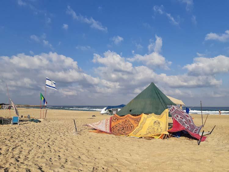 קמפינג חוף הבונים הסירה