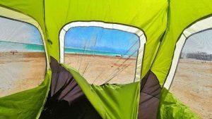 קמפינג חוף עין בוקק, קמפינכ בחינם בים המלח, קמפינג מוסדר בים המלח, איפה מותר להקים אוהלים בים המלח