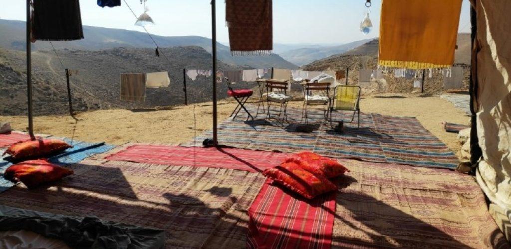 לישון באוהל
